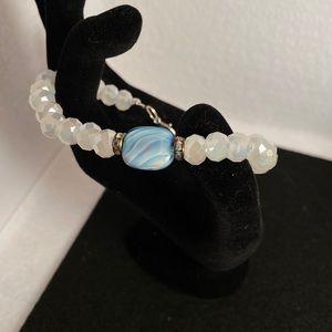 NWOT Glass faceted bracelet